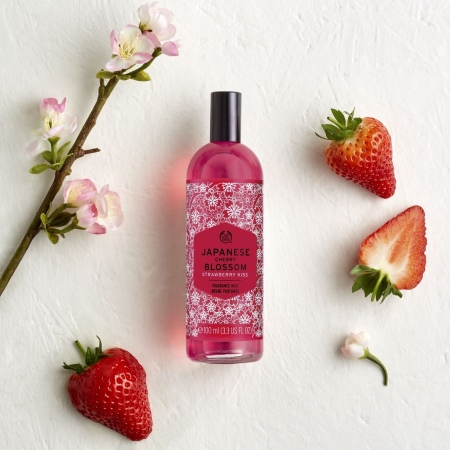 Japanese Cherry Blossom Strawberry Kiss kehasprei