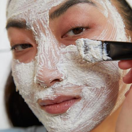 Hiina ženšenni ja riisi klaaristav ja kooriv mask